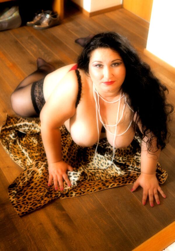 Curvy Goddess