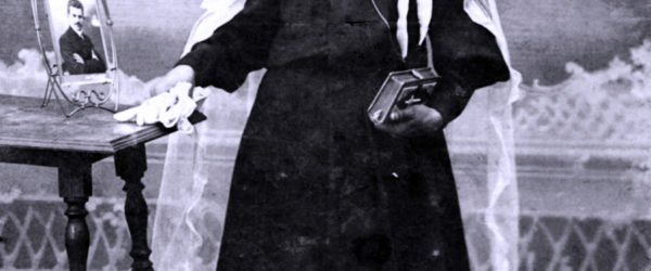 Mädchen in Religionskleid, 1910