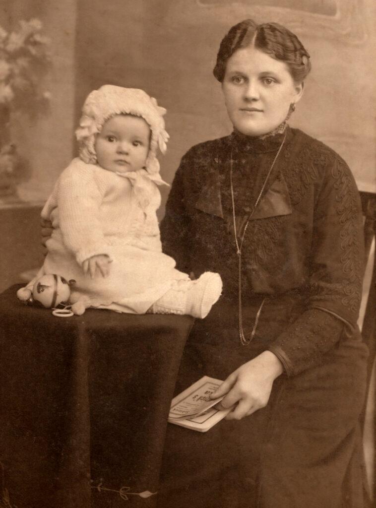Babymode im Jahr 1900