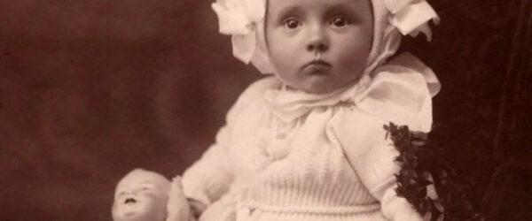 Babymode im Jahr 1912