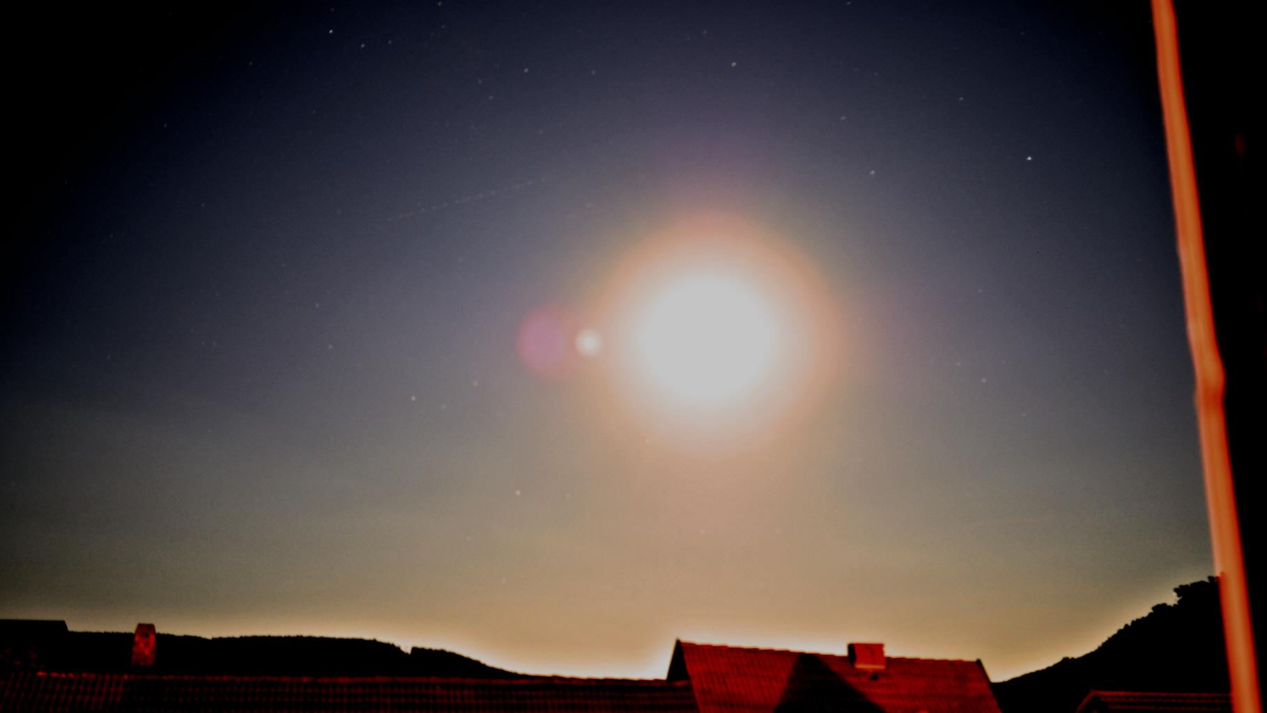 Licht am Nachthimmel